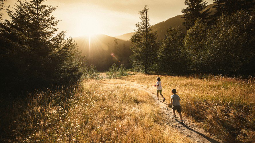 kids-running-into-wilderness_h.jpg
